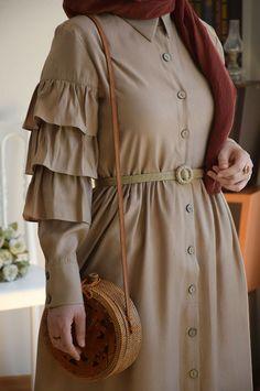 Abaya Style 642044490608695804 – Ruffled Sand Beige Dress with Sleeves Source by … Hijab Outfit, Hijab Style Dress, Modest Fashion Hijab, Modern Hijab Fashion, Street Hijab Fashion, Abaya Fashion, Muslim Fashion, Fashion Outfits, Abaya Style