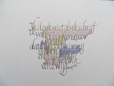 kalligrafie Elly R. Calligraphy Writing Styles, Calligraphy Words, How To Write Calligraphy, Modern Calligraphy, Creative Lettering, Lettering Design, Alphabet Style, Beautiful Handwriting, Drop Cap