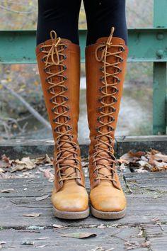 I have these! from the 60s! boots! Botas De Renda De Couro 0de41daae74