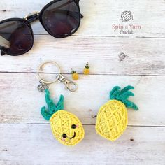 How To Free Crochet Pineapple Keychain Pattern Crochet Cactus, Pineapple Crochet, Crochet Food, Crochet Yarn, Free Crochet, Pineapple Keychain, Cactus Keychain, Diy Keychain, Keychains