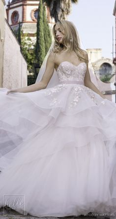 Wonderful Perfect Wedding Dress For The Bride Ideas. Ineffable Perfect Wedding Dress For The Bride Ideas. Gorgeous Wedding Dress, New Wedding Dresses, Beautiful Gowns, Bridal Dresses, Weeding Dresses, Wedding Gown Ballgown, Bridal Lace, Pretty Dresses, Marie