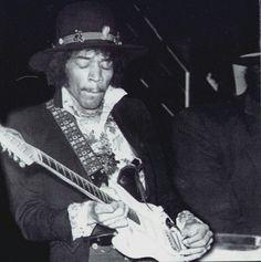 Londres (Royal Albert Hall) : 14 novembre 1967  7999737d61d9eb51b57fb5f1fab04704--royal-albert-hall-jimi-hendrix
