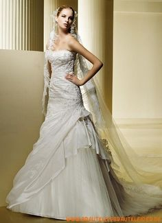 Wunderschönes und designes Brautkleid aus Satin im Meerjungfrauenstil mit Applikation kaufen online 2012
