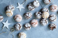 crinkle cookies er superenkle og glutenfrie julekaker Crinkle Cookies, Crinkles, Breakfast, Food, Morning Coffee, Eten, Meals, Morning Breakfast, Diet