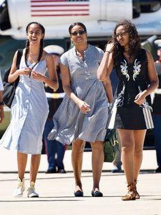 Michelle Obama and Daughters Malia and Sasha Obama Malia Obama, Michelle Obama Flotus, Barak And Michelle Obama, Barack Obama Family, Michelle Obama Fashion, Obama President, Obama Daughter, Presidente Obama, Malia And Sasha