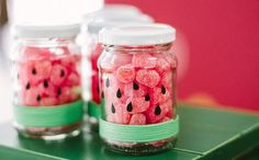 A cute diy jar. Gives you that summer vibe! Watermelon Birthday Parties, Fruit Party, 1st Birthday Parties, Flamingo Party, Diy Party, Party Favors, Party Mottos, Party Decoration, Mason Jar Crafts