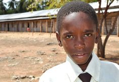 Christian aus Ruanda wünscht sich gesundes, leckeres Ost zu Weihnachten. Ihre Weihnachts-Spende erfüllt Christians Weihnachts-Wunsch!