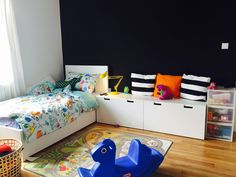 Children's room - Ikea MALM bed with STUVA storage benches