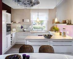 Der dezent zurückhaltende Sandfarbton lässt sich mit vielen Farbtönen kombinieren – auch in der Küche.