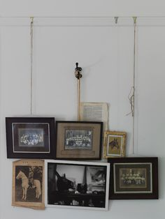 I love this method of hanging frames/pictures. Hanging Frames, Hanging Pictures, Hanging Art, Wall Pictures, Inspiration Wand, Interior Inspiration, Wall Decor, Wall Art, Art Walls