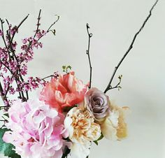 Spring arrangements #bridalmelbourne #bridalflower #weddingday #pastel #weddingflower #hydrengea #roses