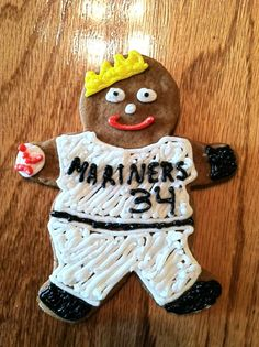 @conway_nathan / Twitter: My gingerbread man of Felix pitching for the #Mariners #ChristmasCookies
