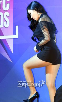 Welcome to HWASA THIGHS a site dedicated to MAMAMOO's youngest HWASA. We are here to deliver you your daily dose of Hwasa including news, photos, videos and translations! Iranian Women Fashion, Girl Inspiration, Just Girl Things, Voluptuous Women, Beautiful Asian Women, Sexy Asian Girls, Mamamoo, Sexy Legs, Korean Girl Groups