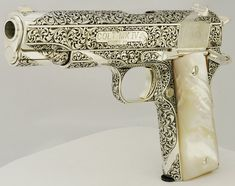 45 auto engraved by Leonard Francolini. Rifles, Colt M1911, Colt 45, Revolvers, Custom Guns, Fire Powers, Cool Guns, Guns And Ammo, Gravure