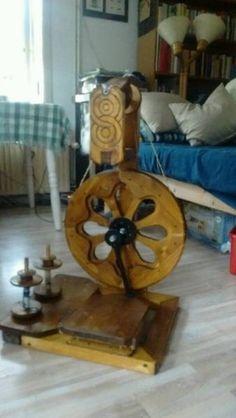 Ich verkaufe ein funktionstüchtiges Flügelspinnrad (  Rahmen, Tritt und Schwungrad aus Fichtenholz,...,Spinnrad Flügelspinnrad funktionstüchtig in Lübeck - Lübeck