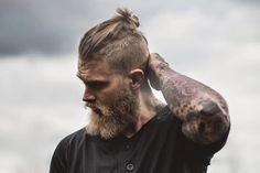33 Best Beard Styles for Men 2018 - Best Hair ideas! - 33 Best Beard Styles for Men 2018 Hairstyle - Man Bun Styles, Beard Styles For Men, Hair And Beard Styles, Man Bun Hairstyles, Hairstyles With Glasses, Viking Hairstyles, Mens Hairstyles With Beard, Wedge Hairstyles, Hairstyles 2018