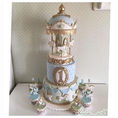 Cute!!! Fancy Cakes, Cute Cakes, Pretty Cakes, Gorgeous Cakes, Amazing Cakes, Fondant Cakes, Cupcake Cakes, Carousel Cupcakes, Carousel Birthday
