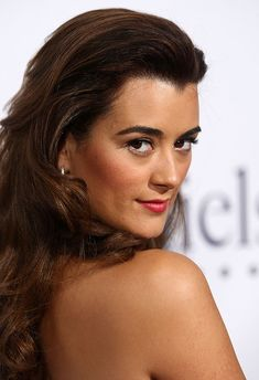 2009 AUGUST Actress Cote de Pablo arrives at the Annual IMAGEN Awards held at the Beverly Hilton Hotel on August 2009 in Beverly Hills, California. (Photo by Alberto E. Ziva David, Ncis, Female Actresses, Actors & Actresses, Pauley Perrette, Beautiful People, Beautiful Women, Beautiful Actresses, Girl Crushes
