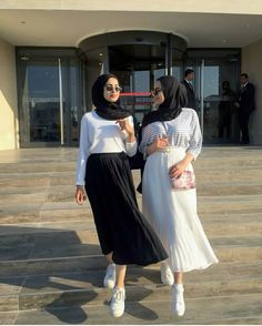 Modern Hijab Fashion, Street Hijab Fashion, Hijab Fashion Inspiration, Islamic Fashion, Muslim Fashion, Fashion Outfits, Hijab Style, Hijab Chic, Ootd Hijab