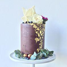 Tiered wedding cakes are overrated.... #weddingcake #doublebarrelcake #ganachedcake #sharpedges #goldleaf #donttellcharles #rusticwedding