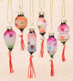 Hanging these minature Chinese lanterns to decorate your trees or hang them to celebrate the Chinese New Year. Kirigami, Vintage Chinese Lanterns, Japanese Christmas, Lantern Tattoo, New Year Art, Homemade Valentines, Chinese New Year, Chinese Art, Outdoor Christmas Decorations