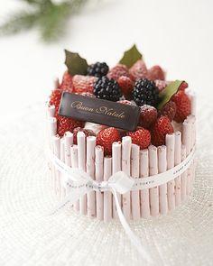 So Beautiful Cake Pretty Cakes, Cute Cakes, Beautiful Cakes, Mini Cakes, Cupcake Cakes, Charlotte Cake, Gourmet Cakes, New Cake, Dessert Decoration