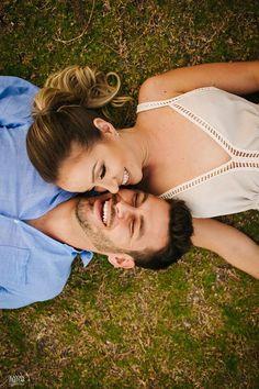 Photo Poses For Couples, Couple Photoshoot Poses, Engagement Photo Poses, Couple Posing, Couple Shoot, Photoshoot Style, Teen Couples, Photoshoot Ideas, Pre Wedding Shoot Ideas