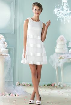32 Vestidos de Novia Cortos y Fabulosos para tu Boda Civil o No Short wedding dresses for the civilian or for a second marriage. The online cut A is super flattering and the transparency on a more tight dress gives it an air of the & # but super modern. Mon Cheri Wedding Dresses, Mon Cheri Bridal, Cute Dresses, Casual Dresses, Short Dresses, Fashion Dresses, Bridal Gowns, Wedding Gowns, Wedding Dressses