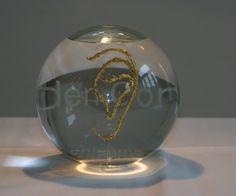 Gouden Oor Award 2007 Snow Globes, Christmas Bulbs, Vase, Holiday Decor, Christmas Light Bulbs, Vases, Jars