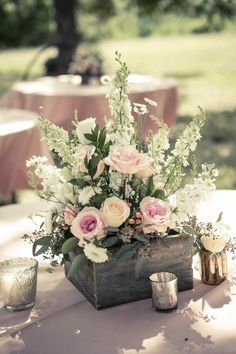 How To Craft Wooden Centerpieces That Are Chic And Charming .- Wie man hölzerne Mittelstücke fertigt, die Chic und reizend schauen How To Craft Wooden Centerpieces That Look Chic And Charming - Wooden Centerpieces, Rustic Wedding Centerpieces, Centerpiece Ideas, Wedding Rustic, Wedding Country, Rustic Weddings, Wedding Vintage, Centerpiece Flowers, Wedding Church
