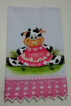 Nice Design for a Dish Cloth. Tole Painting, Fabric Painting, Kitchen Hot Pads, Crochet Projects, Sewing Projects, The Joy Of Painting, Penny Black Cards, Cow Art, Pintura Country