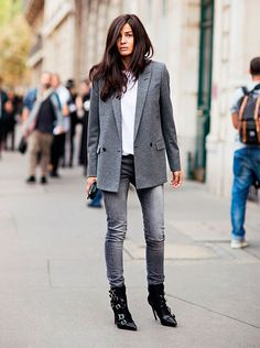 The Most Popular Genious Street Style Ideas To Try Right Now Latest Fashion Trends – This casual outfit is perfect for spring break or the summer. The Best of street fashion in Grey Blazer Outfit, Blazer Outfits For Women, Look Blazer, Latest Summer Fashion, Summer Fashion Trends, Chic Summer Outfits, Chic Outfits, Winter Outfits, Street Style Looks