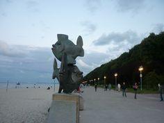 Pomnik ryb przy Bulwarze Nadmorskim.