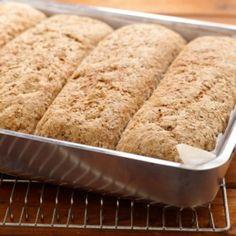 Brød i langpanne Norwegian Food, Good Food, Yummy Food, Omelette, Bread Baking, Allrecipes, Bread Recipes, Banana Bread, Nom Nom