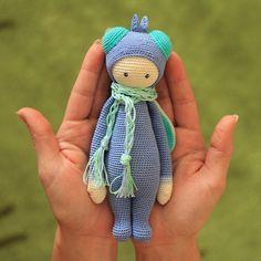 Вы когда-нибудь так же бережно держали...муху?) Создана по инструкции и дизайну Lydia Tresselt/www.lalylala.comРост 18 см, 100% хлопок, набивка Fiberfill