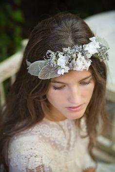 Coronas de flores para novias y damitas {Fotos: Elia Sills para The Workshop Flores}