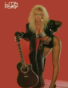 Lita Ford Chica Heavy Metal, Heavy Metal Girl, Heavy Metal Music, Heavy Metal Bands, 80s Rock Fashion, Mode Disco, Female Rock Stars, Chica Punk, Rock And Roll Girl