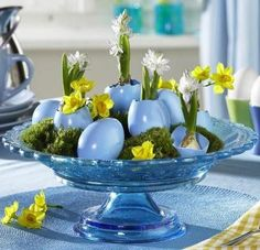 16 Easter Centerpieces With Egg Shell – Cheap Spring Holiday Party Theme Idea Hoppy Easter, Easter Eggs, Easter Table Decorations, Easter Decor, Easter Centerpiece, Easter Ideas, Diy Ostern, Easter Parade, Deco Floral