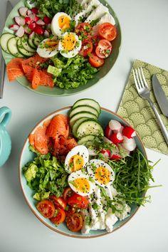 Budda, Cobb Salad, Salads, Lunch Box, Food And Drink, Bowls, Menu, Favorite Recipes, Yummy Food