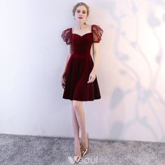 Modern / Fashion Burgundy Homecoming Graduation Dresses 2018 A-Line / Princess Sweetheart Puffy Short Sleeve Short Ruffle Backless Formal Dresses