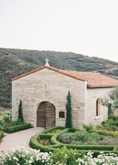 This stunningly chic California wedding was created to perfection by Brooke Keegan Weddings and Events and captured by Jose Villa Photography. Italian Wedding Venues, Modern Wedding Venue, San Diego Wedding Venues, Tuscan Wedding, Best Wedding Venues, Chapel Wedding, Wedding Ideas, Tuscany Wedding Venue, Wedding Inspiration