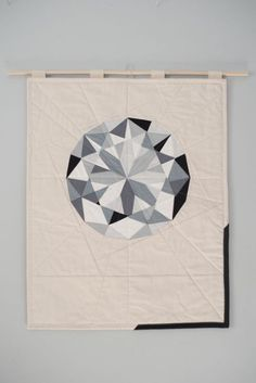 Story Workshop wall hanging captures the reflections and refractions of light in a round-cut diamond. Mini Quilts, Baby Quilts, Patch Quilt, Quilt Blocks, Quilting Projects, Sewing Projects, Monochromatic Quilt, Crystal Drawing, Diamond Quilt