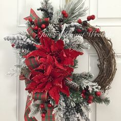 35 Fabulous Winter Wreaths Design Ideas Best For Your Front Door Decor - When most of us think of front door wreaths we think circle, evergreen and Christmas. Wreaths come in all types of materials and shapes. Christmas Wreaths To Make, Holiday Wreaths, Rustic Christmas, Christmas Holidays, Christmas Crafts, Christmas Decorations, Holiday Decor, Winter Wreaths, Elegant Christmas