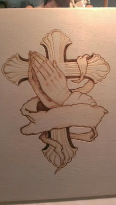 Praying hands, Wood burning and – Schnitzerei Wood Burning Tips, Wood Burning Crafts, Wood Crafts, Wood Burning Projects, Pyrography Patterns, Wood Carving Patterns, Wood Patterns, Cross Patterns, Wood Burning Stencils