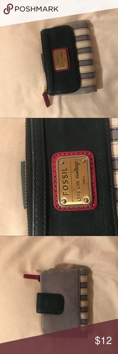 Folding fossil wallet Blue and white wallet  Lots of pockets • perfect size  Two hidden pockets behind the card slots Fossil Bags Wallets