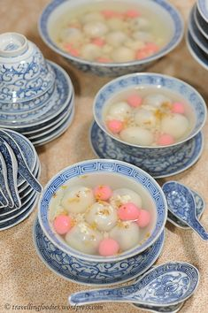 Sesame Tangyuan (sticky rice balls) Soup with Osmanthus & Sweet Fermented Rice (jiuniang 酒釀) 【桂花酒釀芝麻湯圓】