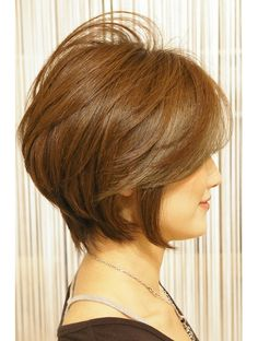 This Pin was discovered by Mam Short Layered Haircuts, Cute Hairstyles For Short Hair, Pretty Hairstyles, Short Hair Syles, Short Hair Cuts, Hair Knot, Short Hair With Layers, Hair Designs, Medium Hair Styles