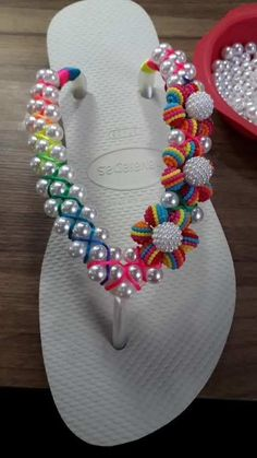 se inscreva no meu canal do YouTube CHINELOS NISE meninas 😍 Flip Flops Diy, Flip Flop Craft, Flip Flop Shoes, Crochet Boots Pattern, Girl Spa Party, Decorating Flip Flops, Beaded Shoes, Cute Sandals, Beaded Flowers