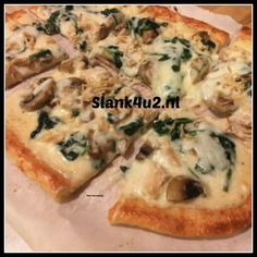 Ok, ever since I made my first fat head pizza crust I have been dreaming of all the types of pizza I can make now, and an Alfredo pizza was at the top of the list! This seriously is th…(Keto Cheese Steak) Chicken Alfredo Pizza, Spinach Alfredo, Spinach Pizza, Mushroom Alfredo, Ketogenic Recipes, Low Carb Recipes, Healthy Recipes, Fat Head Recipes, Keto Foods