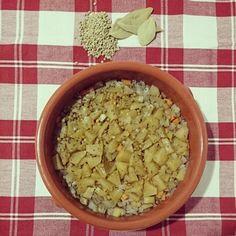 Lentejas en cazuela de barro: cebolla,  zanahoria, calabacín, manzana , lentejas, tomillo, laurel y aceite de oliva